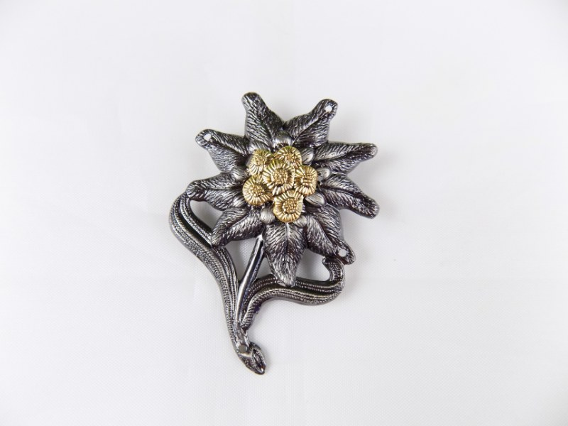 "BW German Army Cap Beret Metal Badge Insignia ""Edelweiss"" Gebirgsjäger Troops"